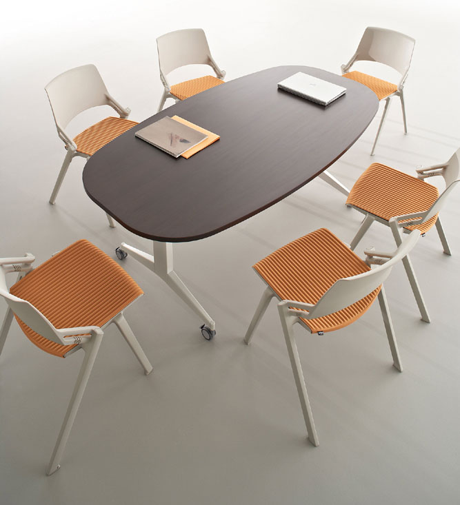 Tables modulables table ovale avec plateau rabattable for Plateau table ovale