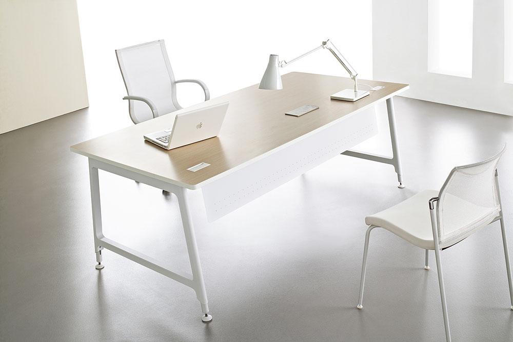 Bureaux fixes et r glables bureau individuel nouvelle for Mobilier bureau 67