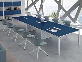 Table de réunion laquée avec passe-câbles