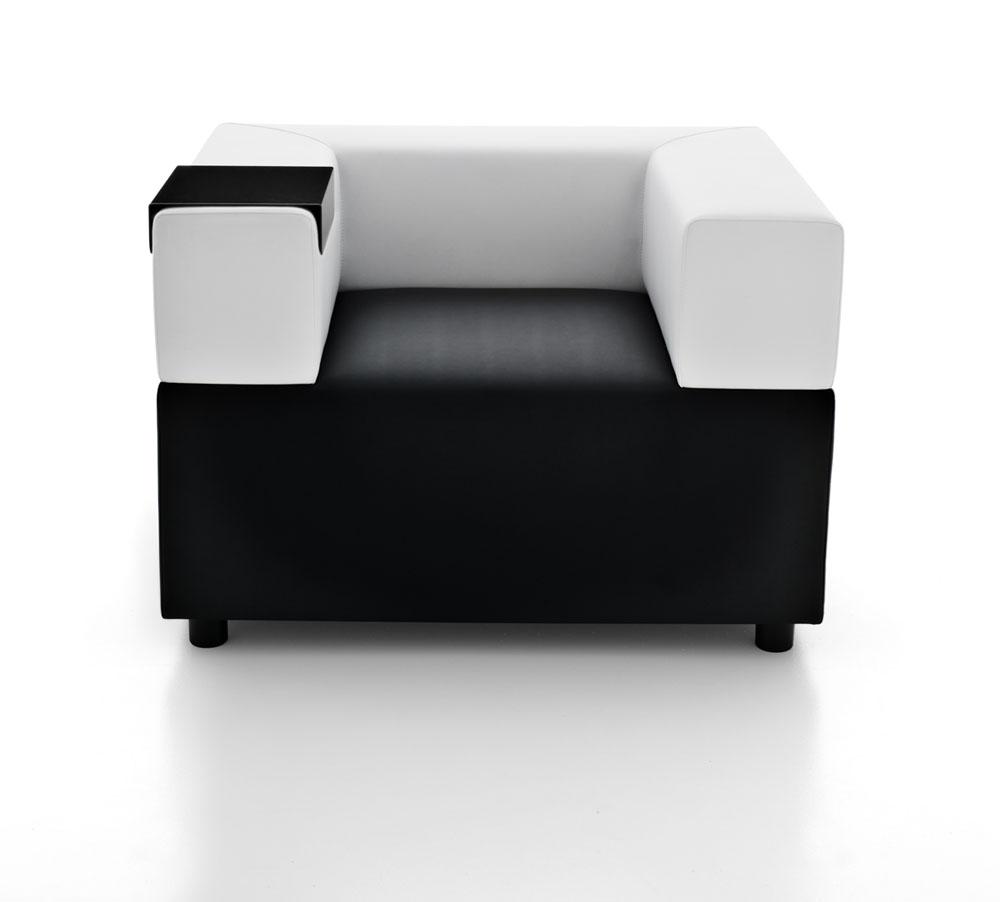 espaces informels chauffeuse kuadra noir et blanc avec tablette mobilier de bureau entr e. Black Bedroom Furniture Sets. Home Design Ideas