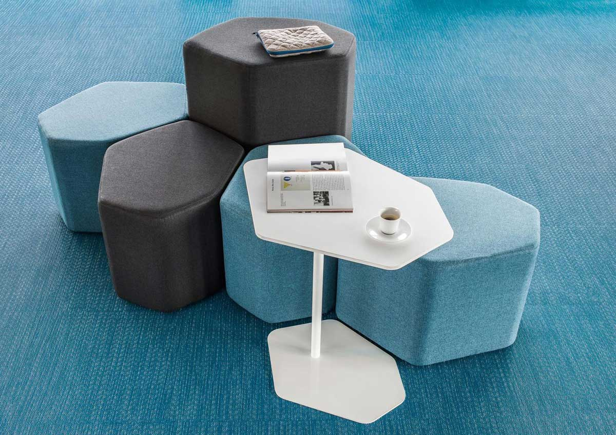 poufs et bancs ensemble de 5 poufs et 1 table balthazar mobilier de bureau entr e principale. Black Bedroom Furniture Sets. Home Design Ideas