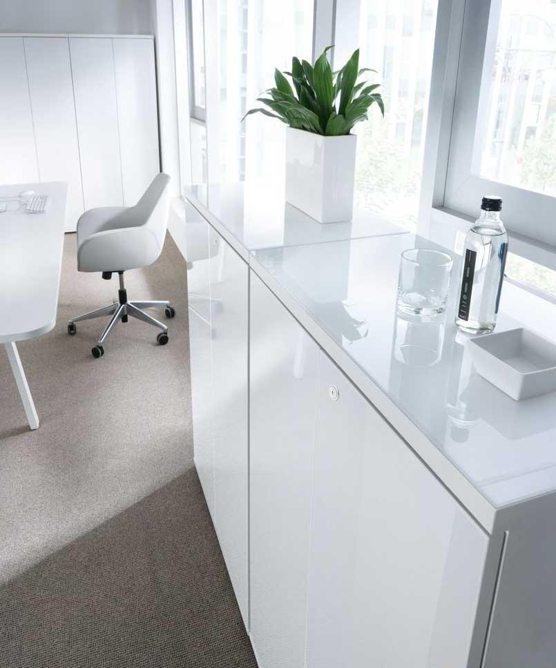 armoires et vestiaires ensemble de rangement bas eclat avec top en verre mobilier de bureau. Black Bedroom Furniture Sets. Home Design Ideas
