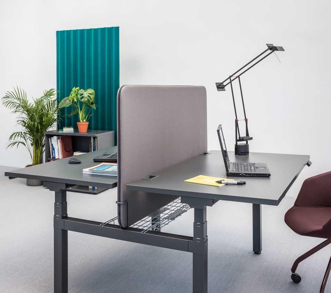 bureaux r glables en hauteur bench dyane 2 postes r glables en hauteur avec cloison mobilier. Black Bedroom Furniture Sets. Home Design Ideas